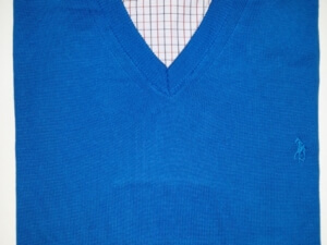 Swetr niebieski w serek